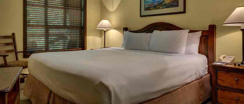 canada_whistler_coast-blackcomb-suites_king-bedroom.jpg